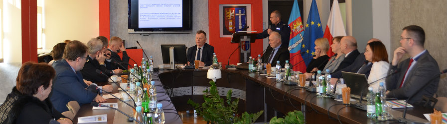 O bezpieczeństwie na sesji Rady Powiatu Krośnieńskiego